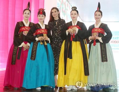 西班牙王妃参观韩国馆