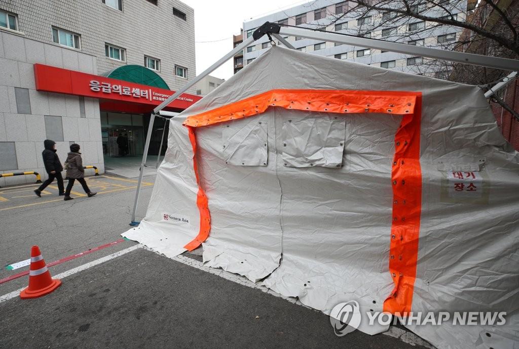 资料图片:设立在国立中央医疗院的筛查诊所等候地 韩联社