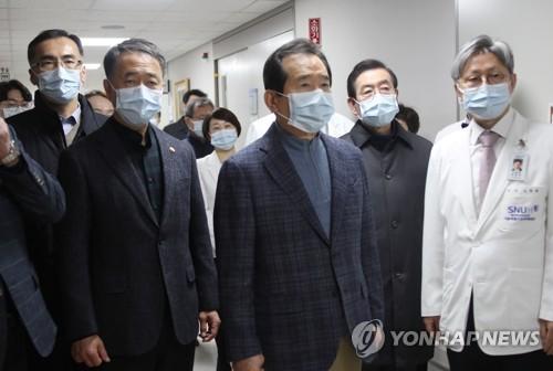韩总理走访疫情防控一线