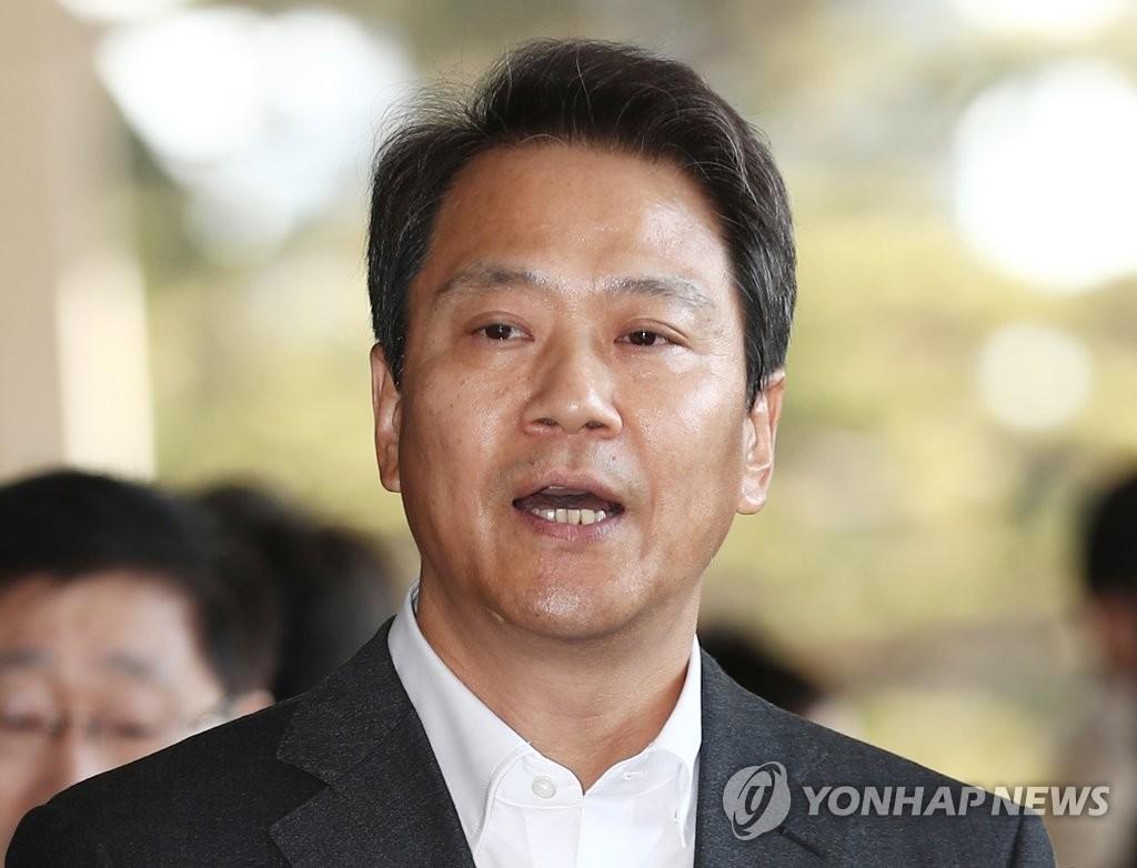 韩国前总统幕僚长任钟皙接受检方调查