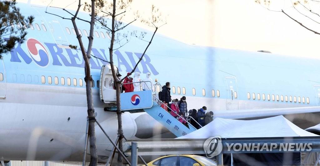 韩国首批自武汉撤侨人数更正为368人