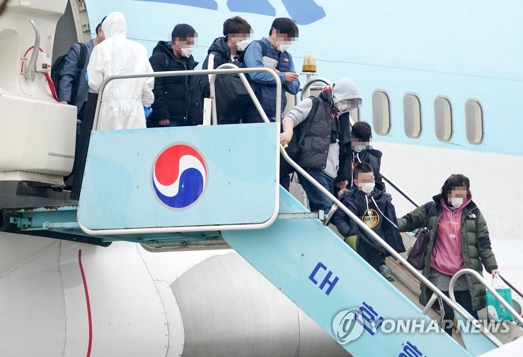 韩外交部出书记载疫情下撤回4万多侨民的故事