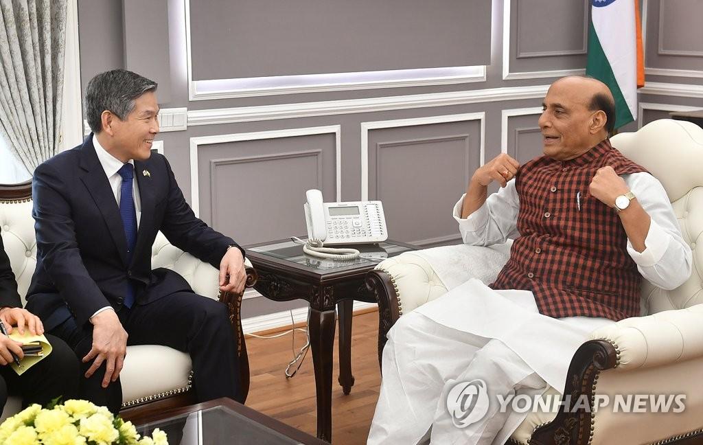 韩印防长通电话讨论军工合作