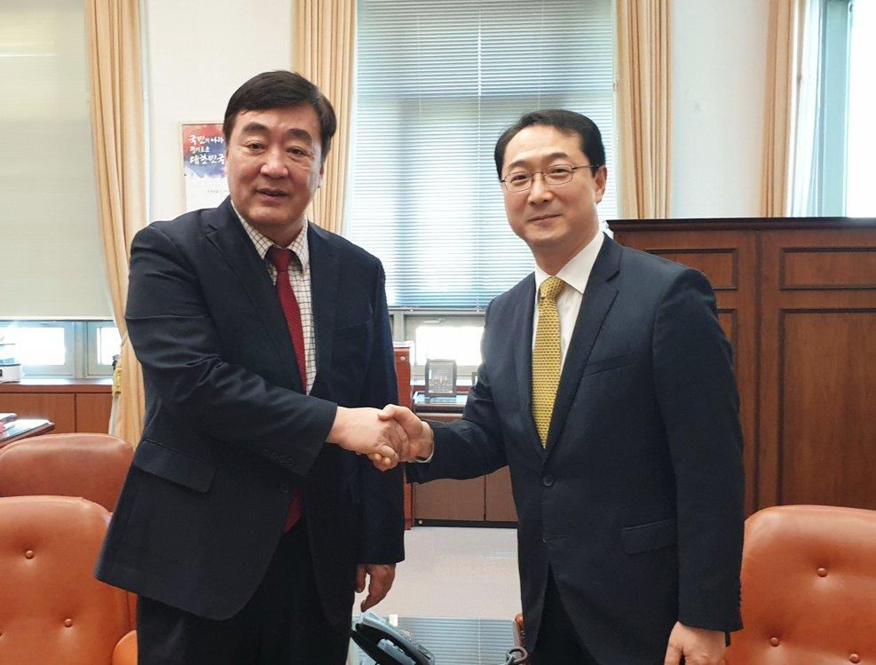 中国决定向韩国提供110万只口罩等医用物资援助