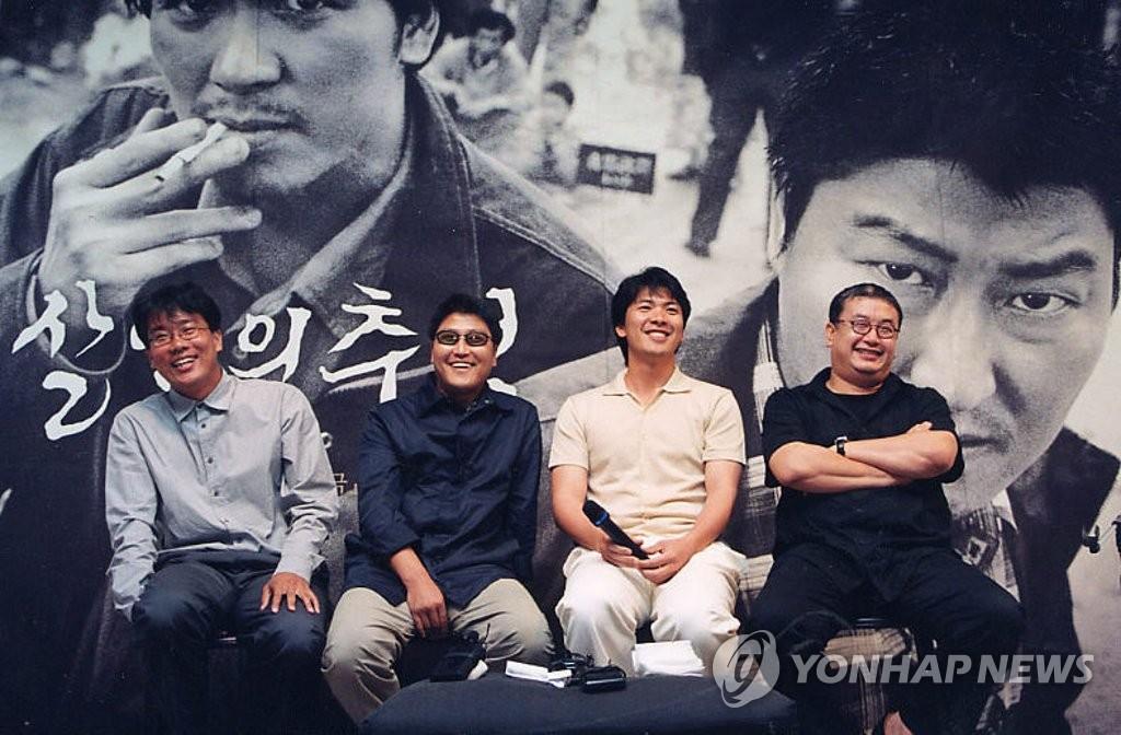 资料图片:电影《杀人回忆》主创阵容 韩联社