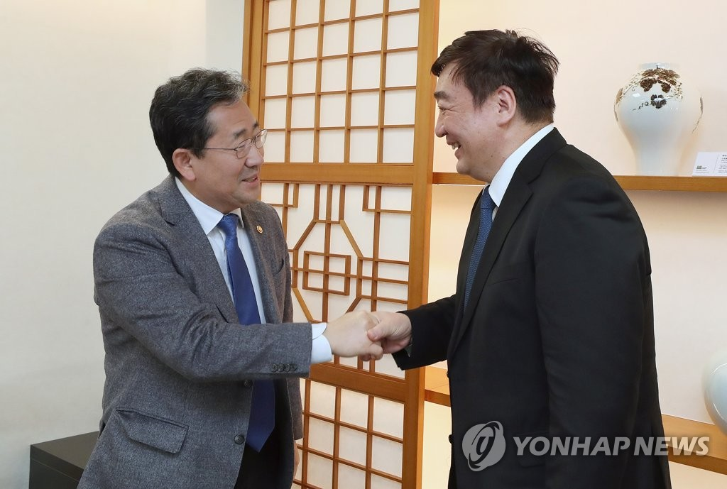 韩文体部长官朴良雨会见中国驻韩大使邢海明