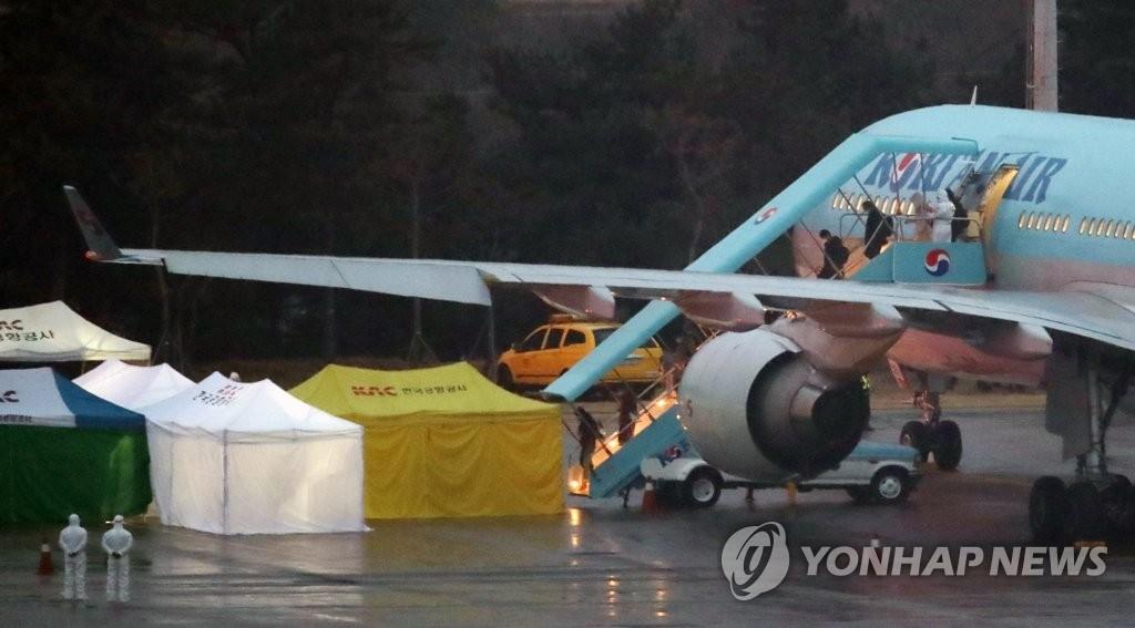 韩国今派货机向武汉运送救援物资