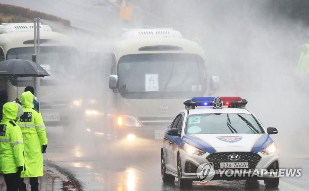 详讯:韩国第三批自汉撤回侨民抵达隔离设施