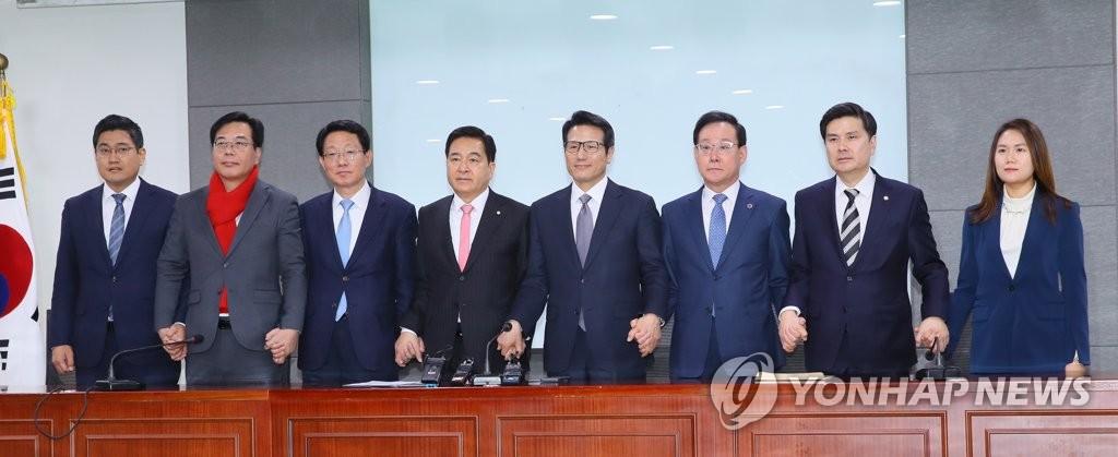 韩保守三党合组新党定名未来统合党