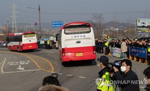 第二批自汉回韩334人解除隔离启程回家