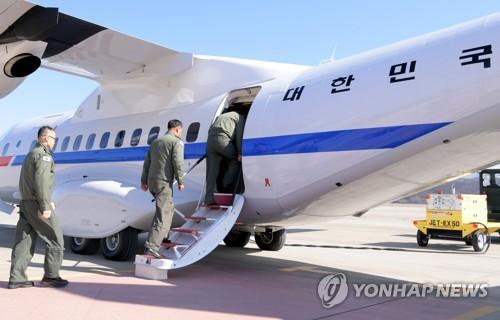 韩军人搭乘总统专机赴日