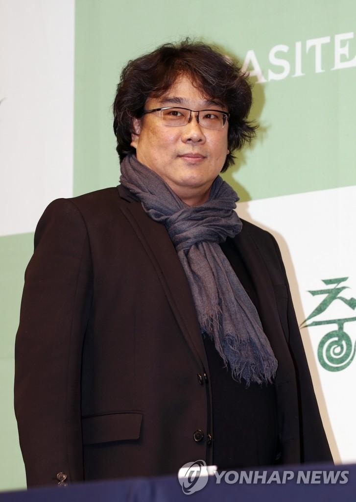 2月19日上午,在首尔市中区威斯汀朝鲜酒店,奉俊昊出席记者会。 韩联社