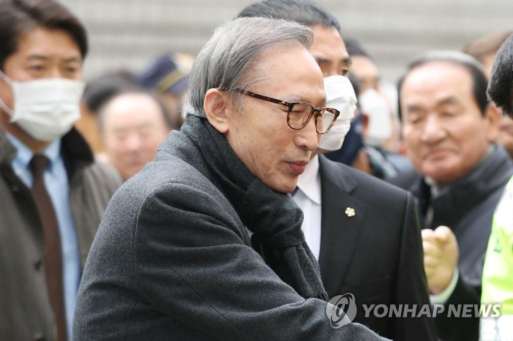 韩国前总统李明博被当庭逮捕6天后暂时获释