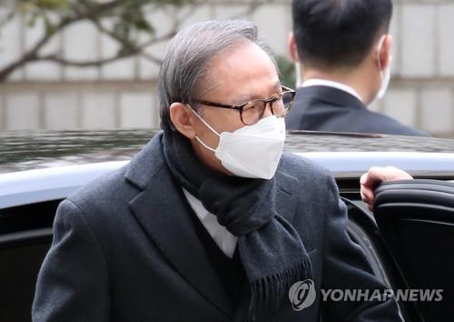 前总统李明博出席二审法庭审理