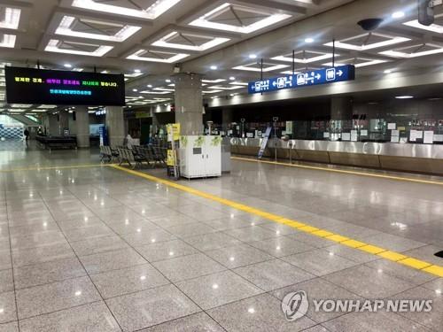 仁川港国际客运站冷清无人