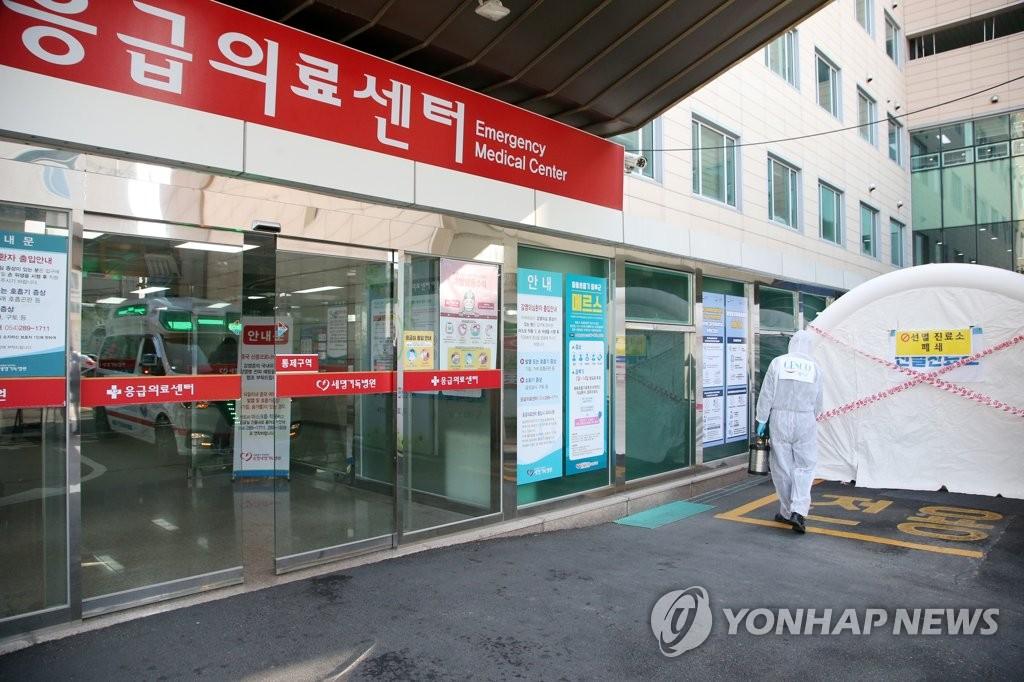 韩国4名新冠患者正接受吸氧治疗
