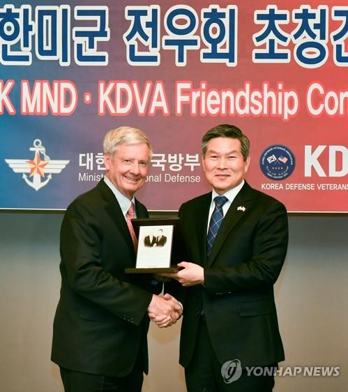 韩防长与驻韩美军战友会座谈