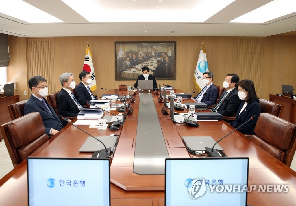 2月27日,在韩国银行大楼,央行行长李柱烈主持召开金融货币委员会全体会议。 韩联社/央行供图(图片严禁转载复制)