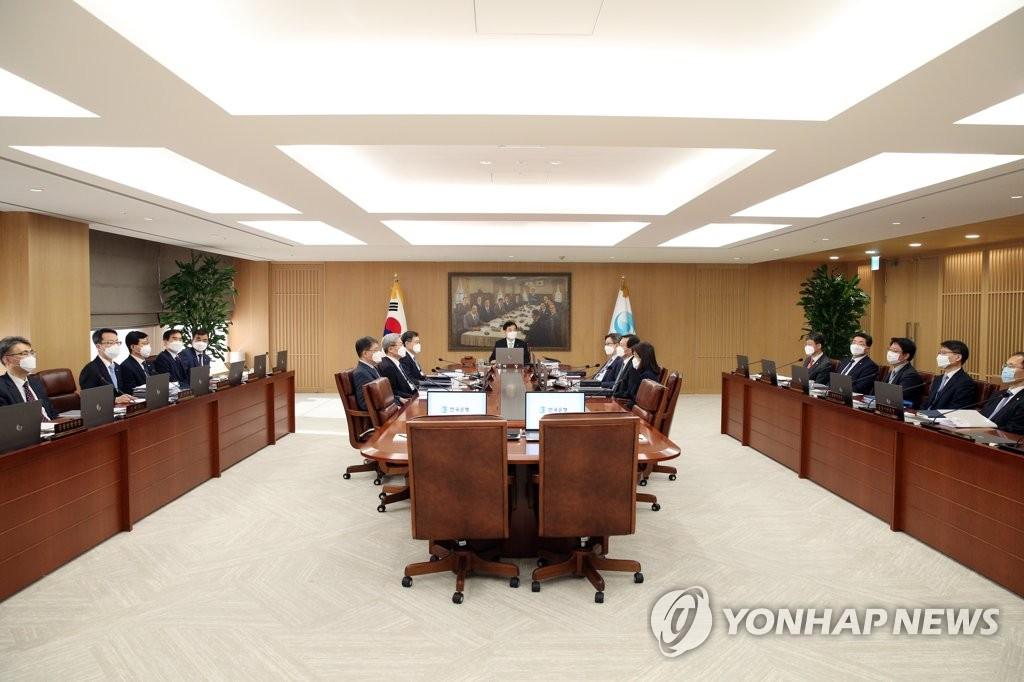 韩央行紧急召开金融货币委会议 或商讨降息