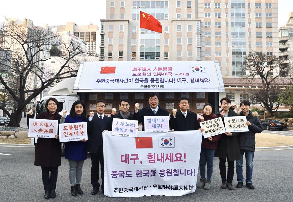 中国首批援助口罩明抵韩 出口同日启动