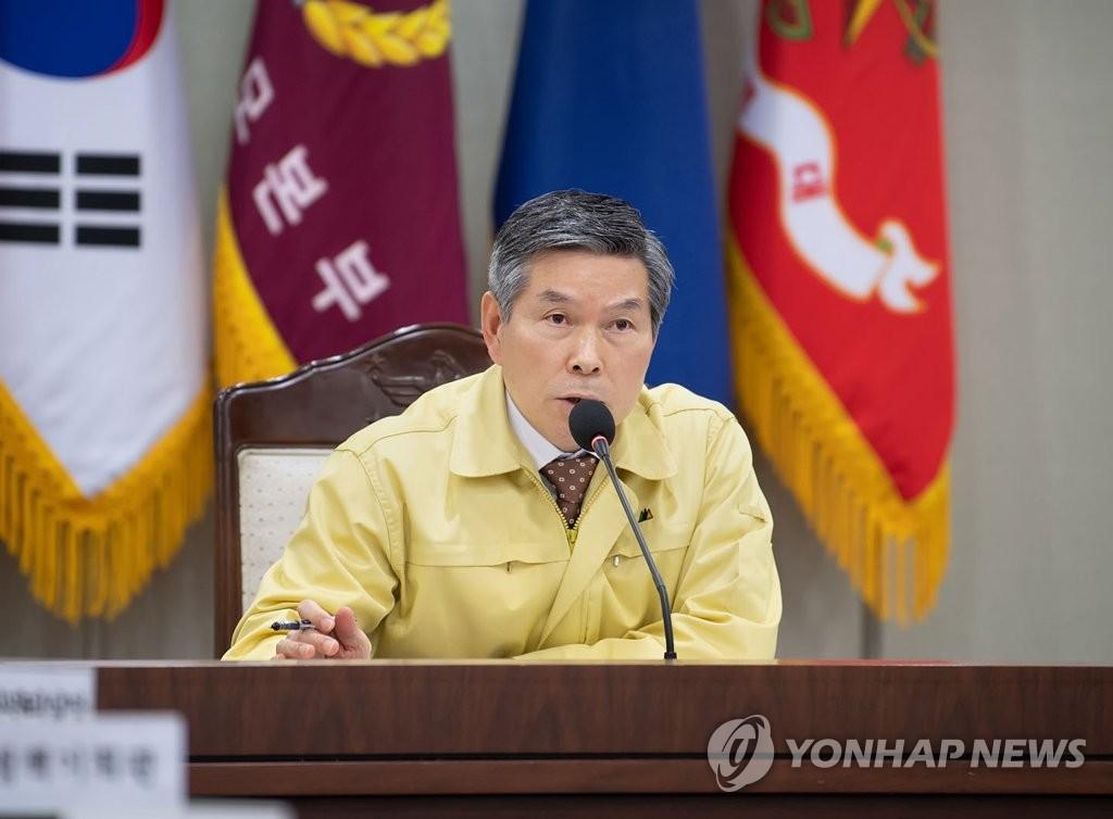 2月28日,在首尔韩国国防部,国防部长官郑景斗在全军主要指挥官会议上发言。 韩联社