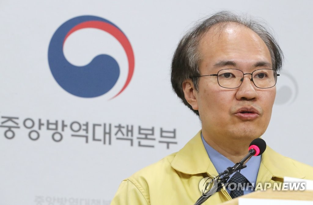 3月3日,在忠清北道清州市疾病管理本部,韩国中央防疫对策本部副本部长权埈郁在举行记者会。 韩联社