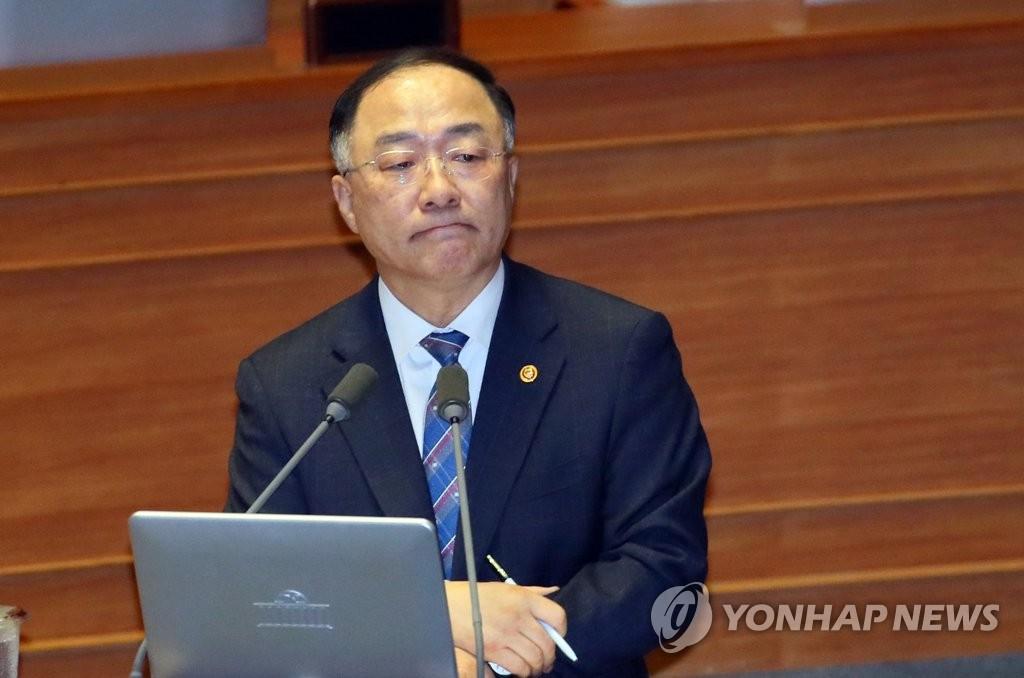 资料图片:韩国副总理兼企划财政部长官洪楠基 韩联社