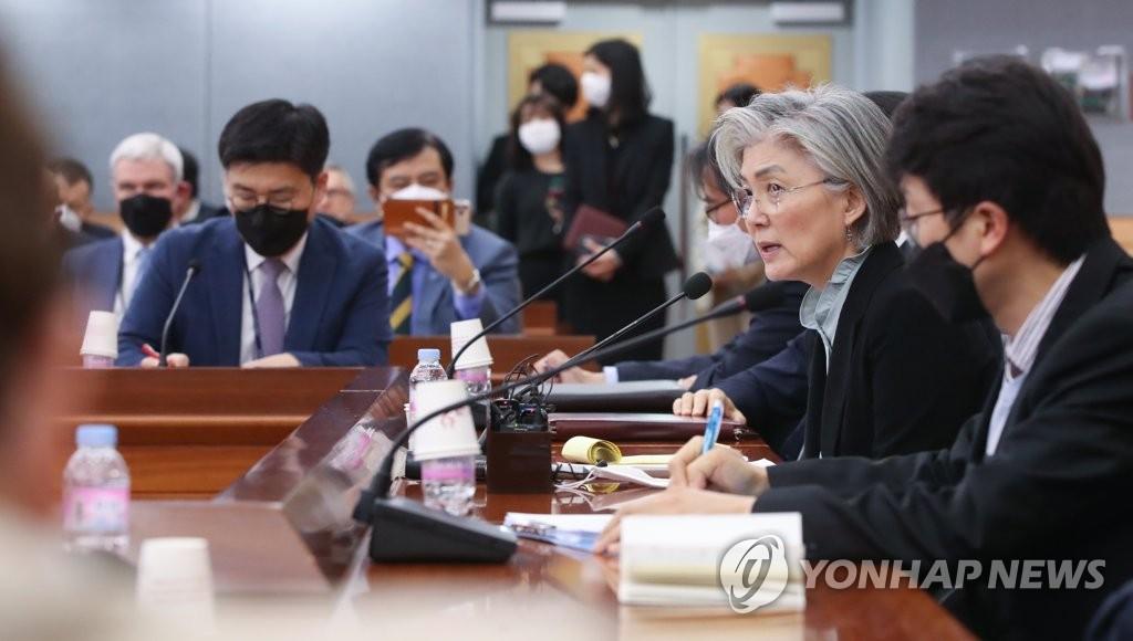 韩外长面向驻韩外交使节开疫情说明会