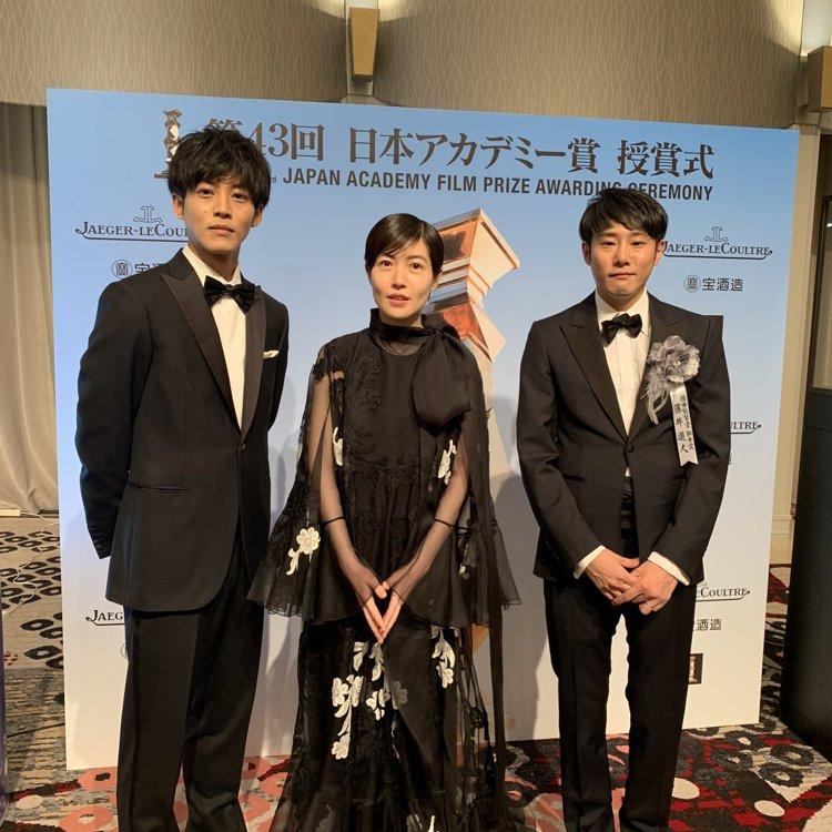 3月6日,沈恩敬(中)在第43届日本电影学院奖颁奖礼上荣获最佳女演员奖。 韩联社/日本电影学院奖颁奖礼推特截图(图片严禁转载复制)