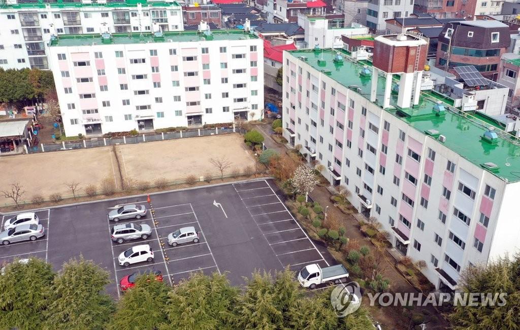 韩大邱一公寓46人确诊 政府首次封楼隔离