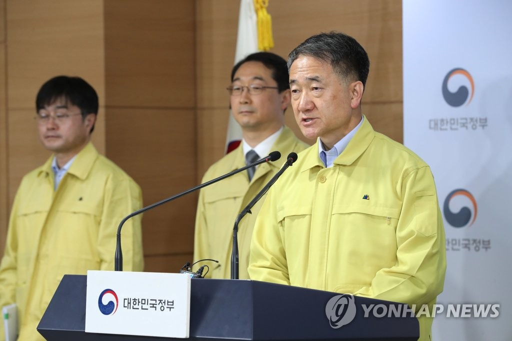 资料图片:韩国保健福祉部长官朴凌厚在记者会上发言。 韩联社
