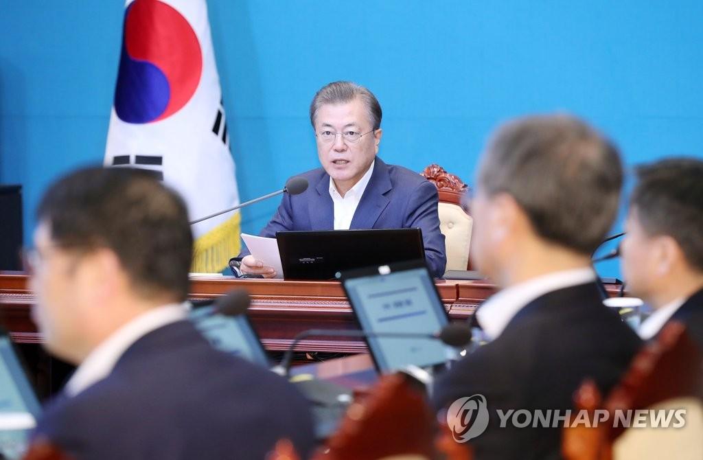 3月9日,韩国总统文在寅主持召开首席秘书和辅佐官会议。 韩联社