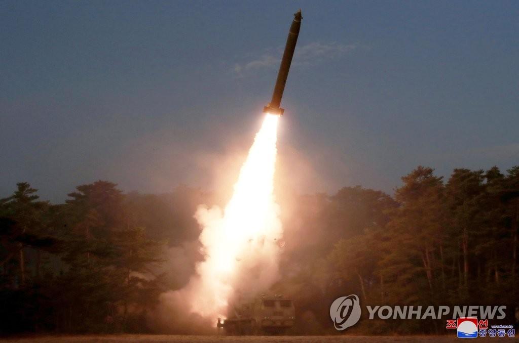 朝媒:金正恩指导前线炮兵部队火力打击训练