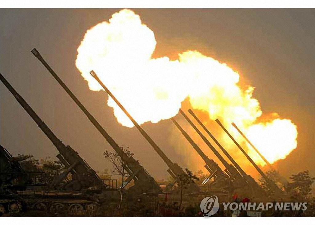 详讯:金正恩指导前线炮兵部队火力打击训练