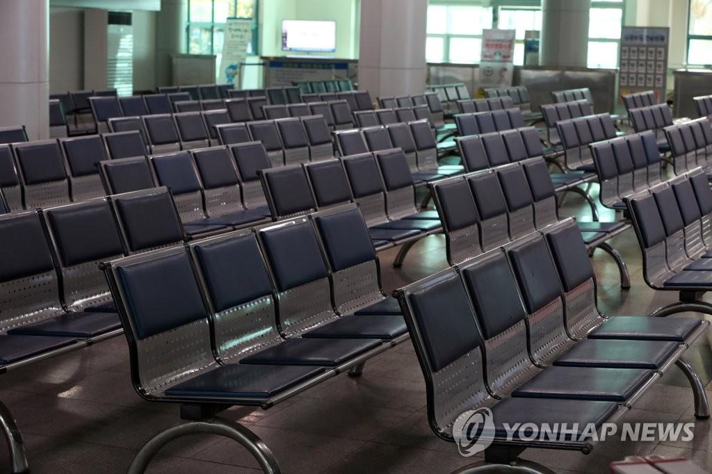3月11日下午,在全罗南道木浦港,客运码头空空荡荡。 韩联社