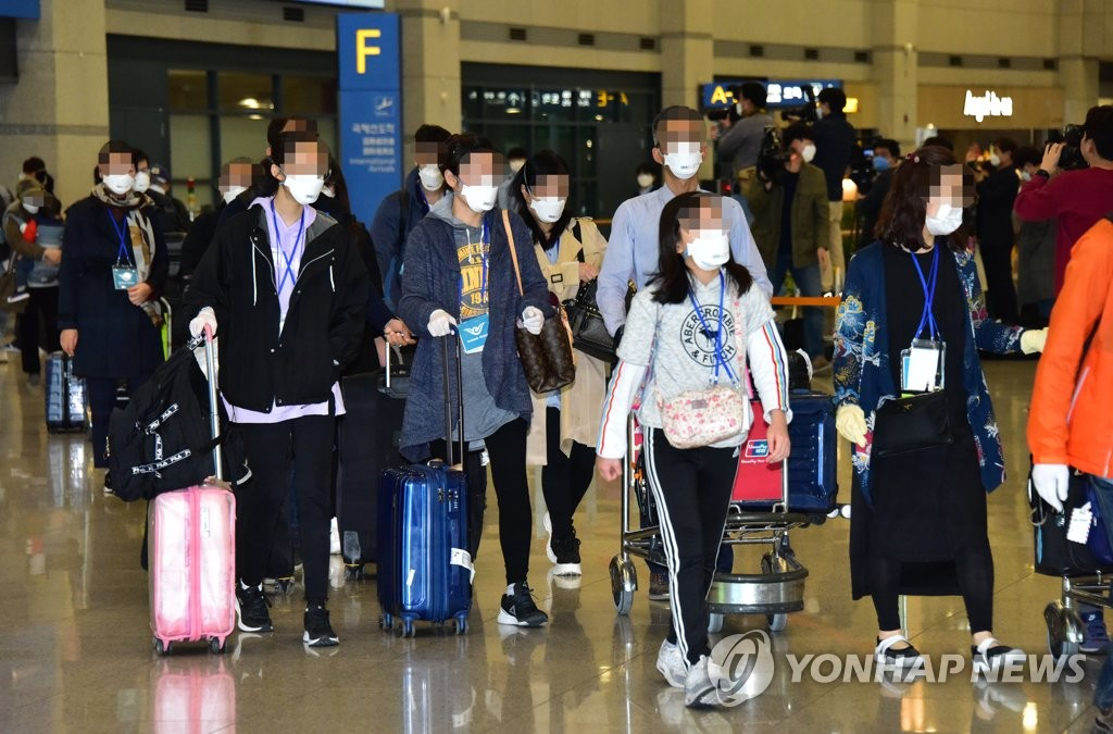 韩国撤侨包机从伊朗接回80人