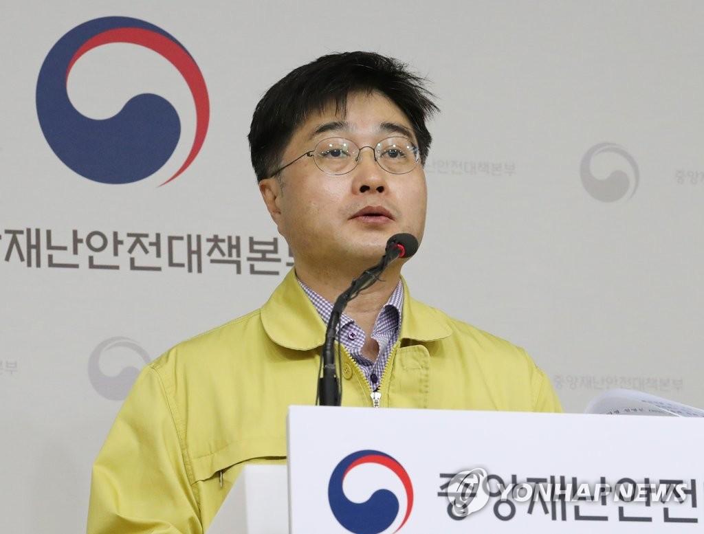 3月23日上午,在中央政府世宗办公楼,尹泰皓发布疫情信息。 韩联社