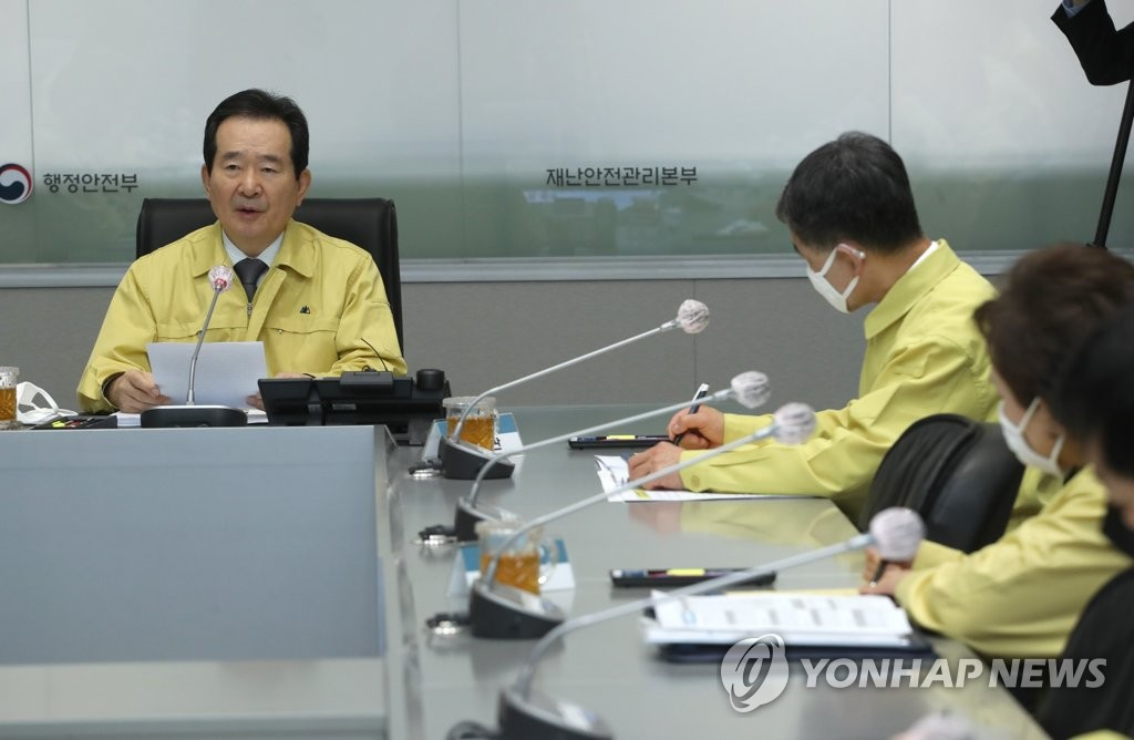 3月26日上午,在首尔,丁世均主持中央灾难安全对策本部应对新冠会议。 韩联社