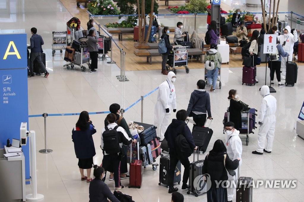 韩国将8名拒不隔离的外国人送回国