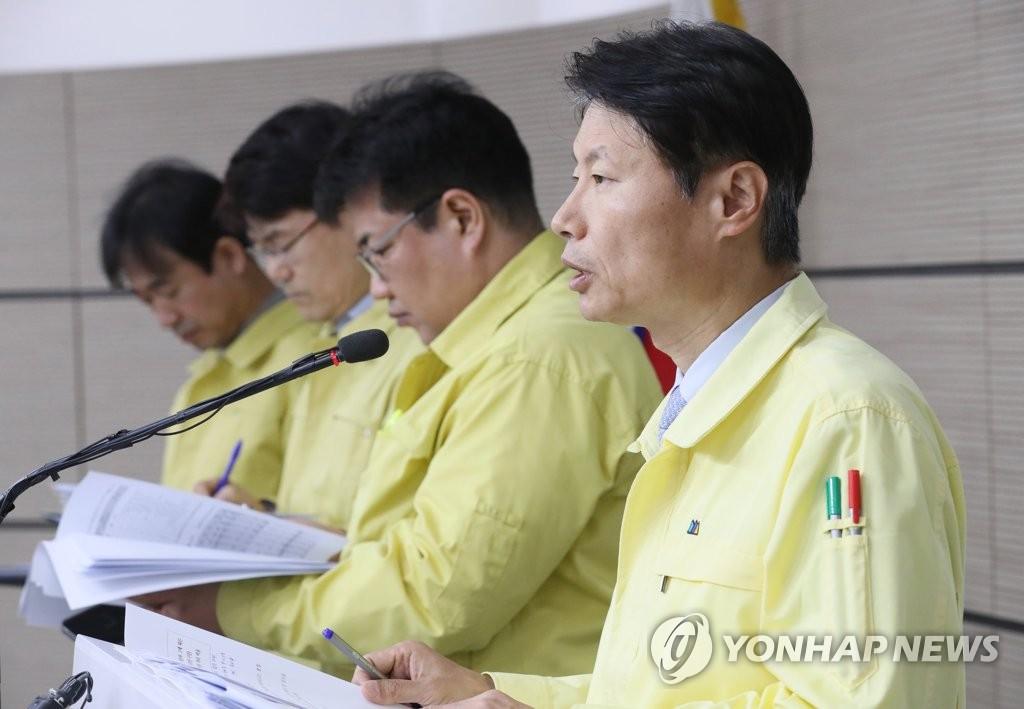 资料图片:韩国中央灾难安全对策本部第一总括协调官金刚立 韩联社