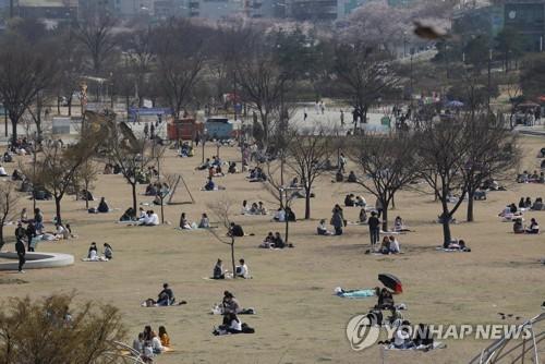 韩政府:严控社交距离措施显效