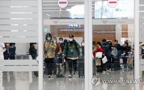 韩国赴米兰接侨包机载309人回国