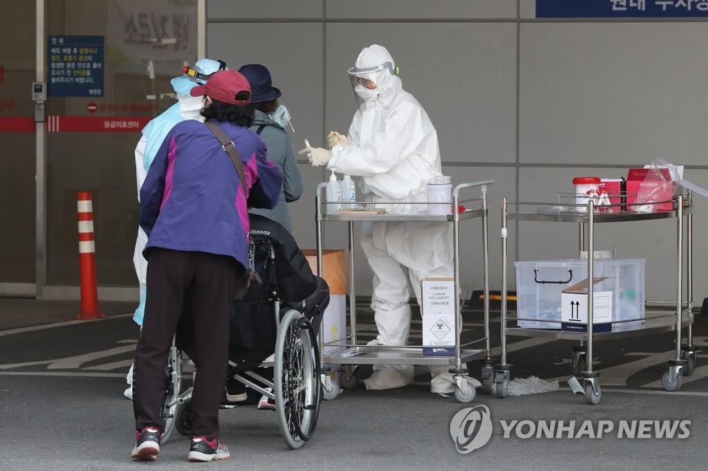 简讯:韩国新增86例新冠确诊病例 累计10062例