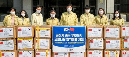 江阴市向群山市捐赠3万只口罩