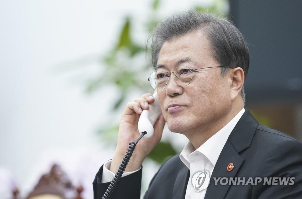 文在寅同越南总理阮春福通电话