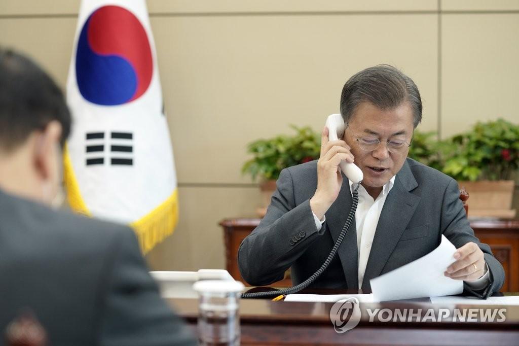 韩国总统文在寅同爱沙尼亚总统卡尔尤拉德通电话