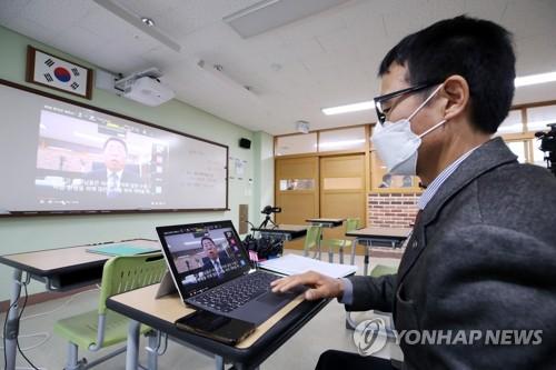 韩高三率先线上开学