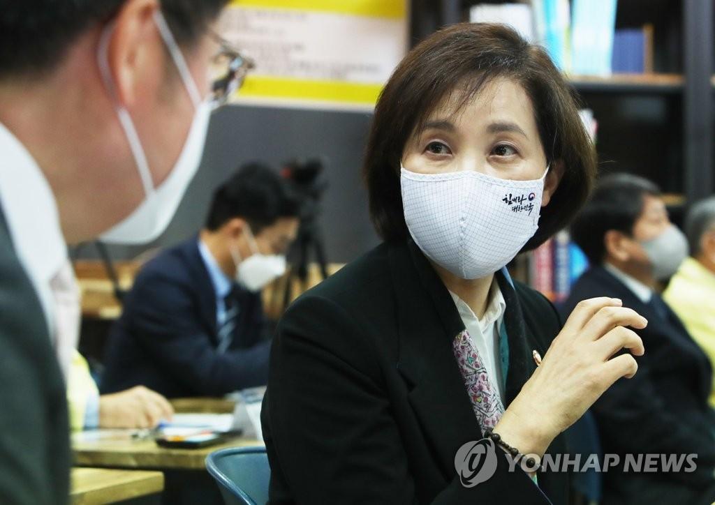 韩国和阿联酋教育部长开会共享在线教学经验