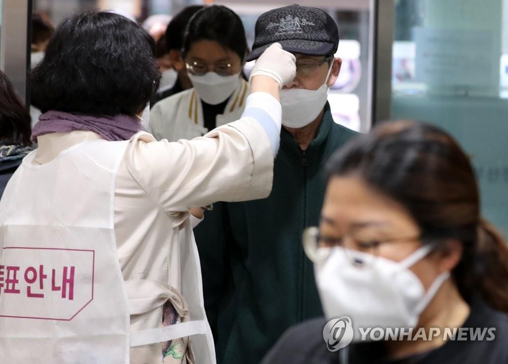 韩政府否认选举前缩减新冠检测人数