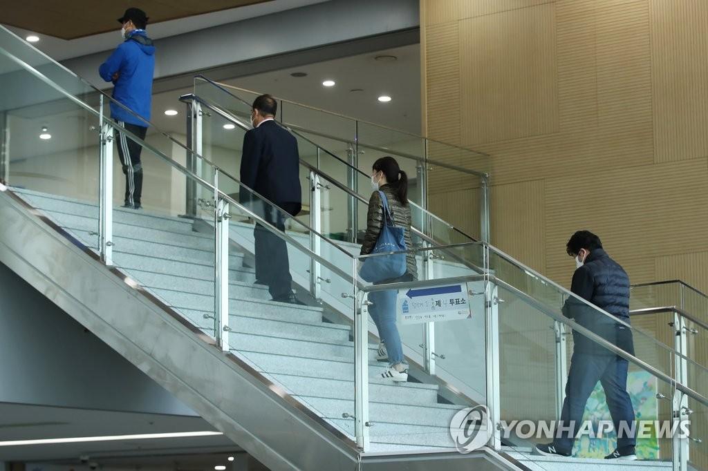 韩防疫部门:生活防疫阶段仍需保持社交距离